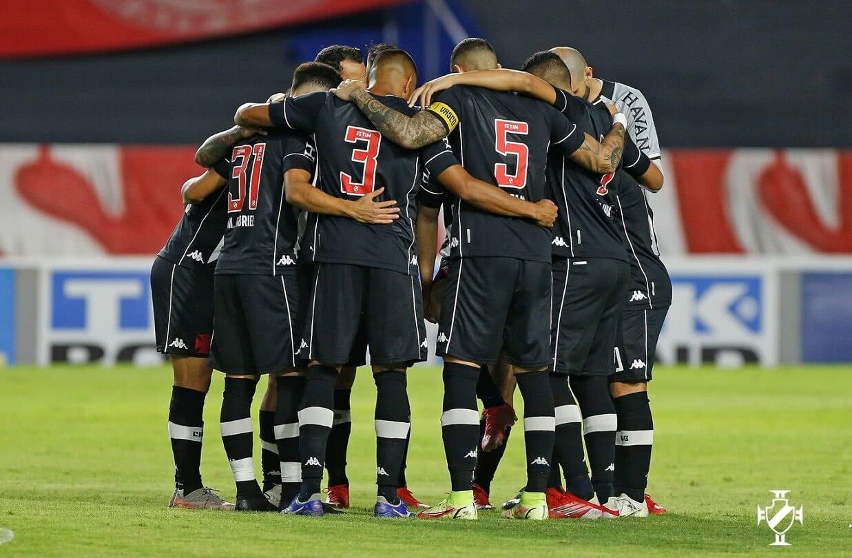 Jogadores do Vasco na partida contra o CRB