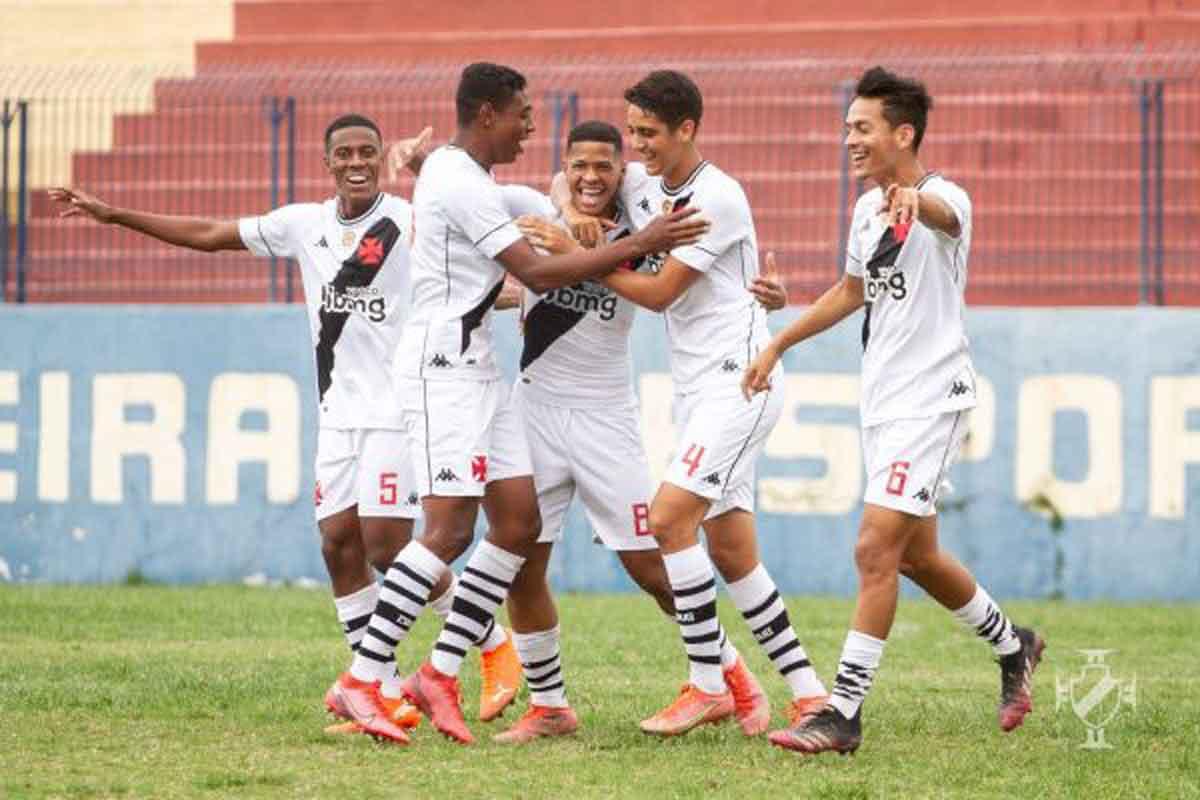Vasco vence o Madureira pela Taça Guanabara