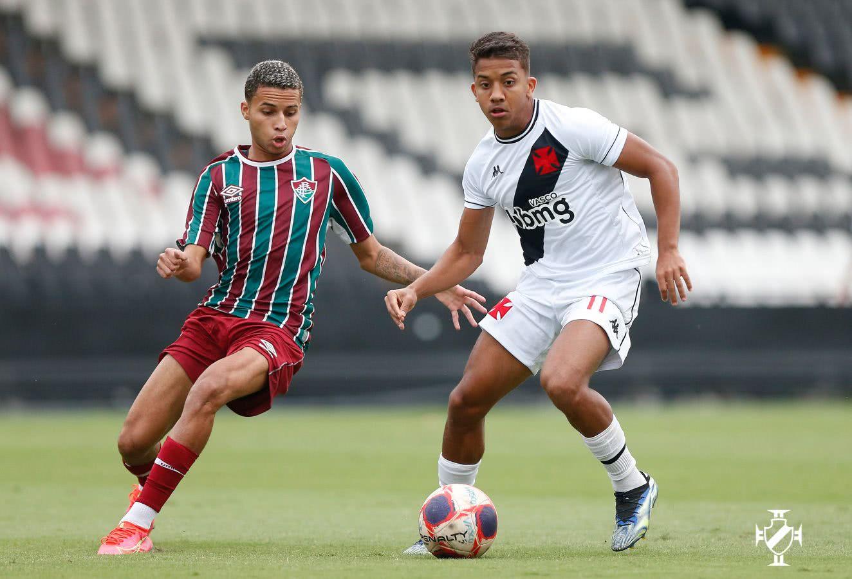 Vinícius em ação contra o Fluminense pelo Sub-20