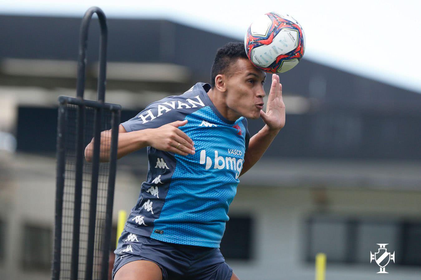 Léo Jabá em treino do Vasco nesta quarta-feira