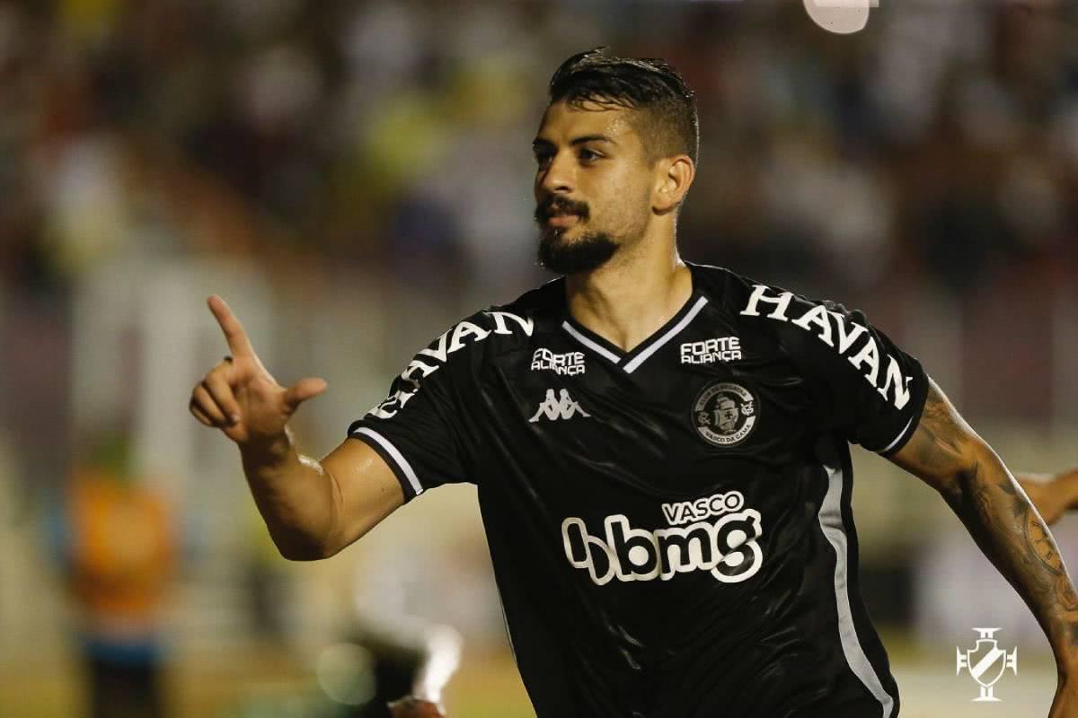 Ricardo Graça comemorando gol contra o Confiança