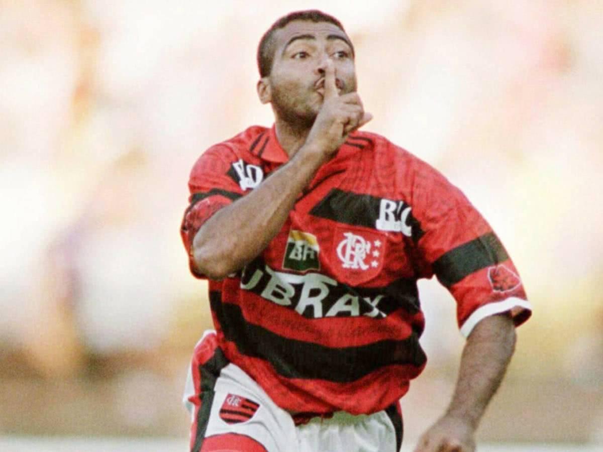 Romário provoca vascaínos jogando pelo Flamengo