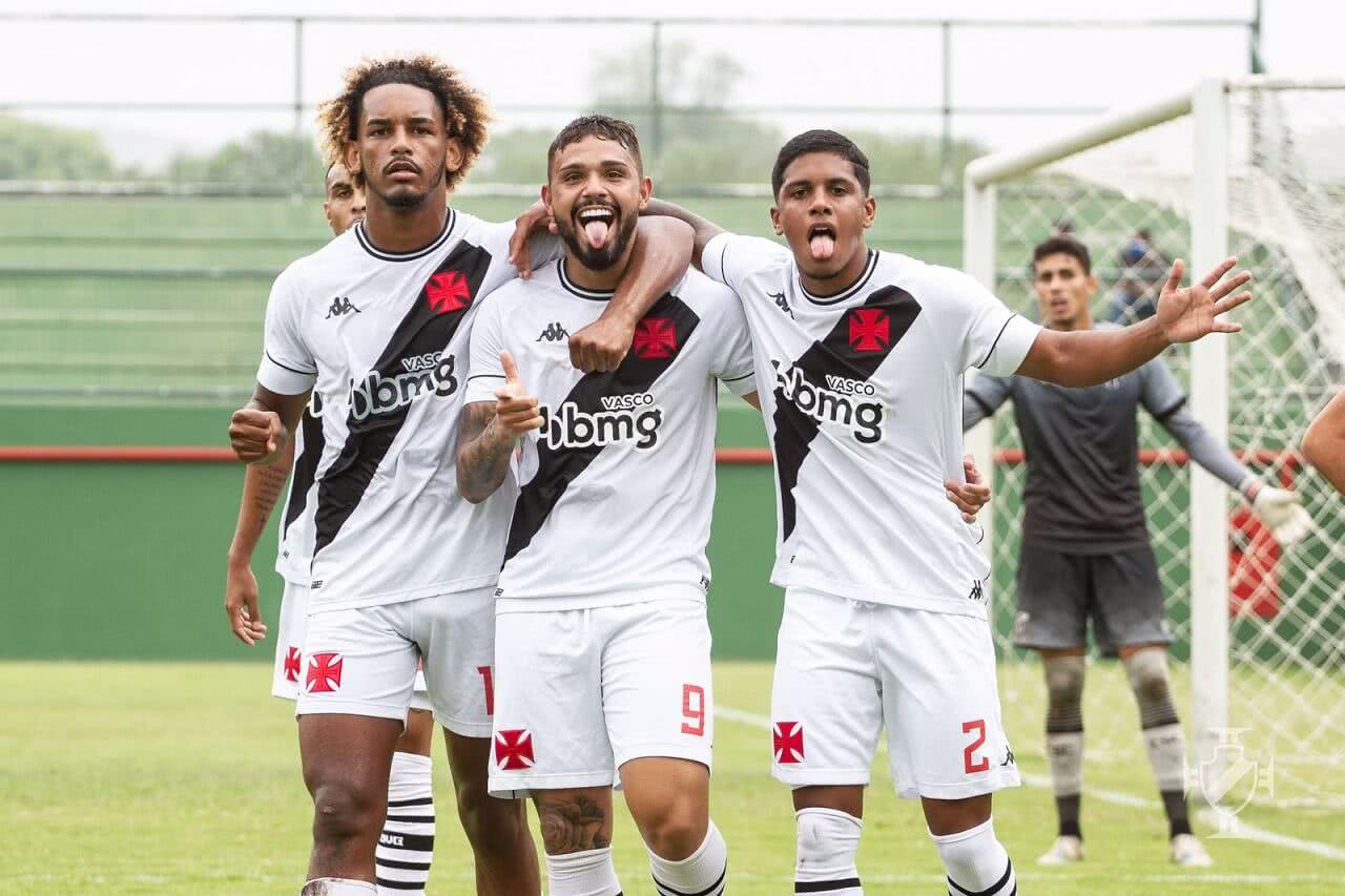 Tavares em comemoração de gol pelo Vasco